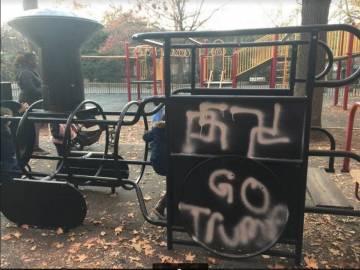 Alguna de las esvásticas pintadas en un parque de Nueva York