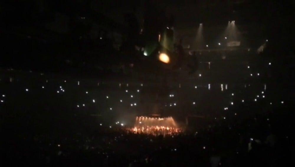 """Frame 2.397569 de: """"A veces nos metemos demasiado en política y nos olvidamos de quiénes somos"""",las duras palabras de Kanye West en uno de sus conciertos"""