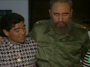 Frame 33.028194 de: Músicos, deportistas, escritores o poetas: El mundo de la cultura también dividido por la muerte de Fidel Castro