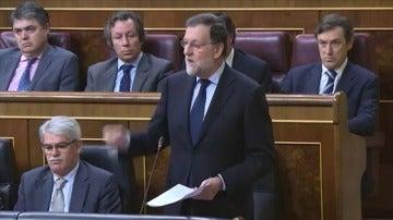 """Frame 0.0 de: Rajoy afirma que 3 de cada 4 trabajadores tienen contrato indefinido y """"no hace mucho tiempo el número era claramente inferior"""""""