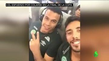 """Frame 21.352826 de: Las últimas imágenes del Chapecoense en el avión antes de despegar: """"¡Pronto llegamos, Colombia!"""""""