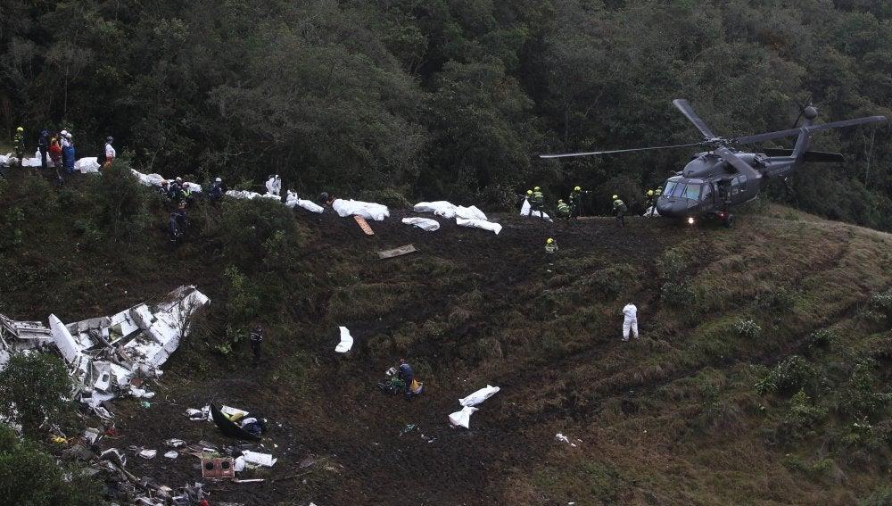 Restos del accidente aéreo producido en Colombia