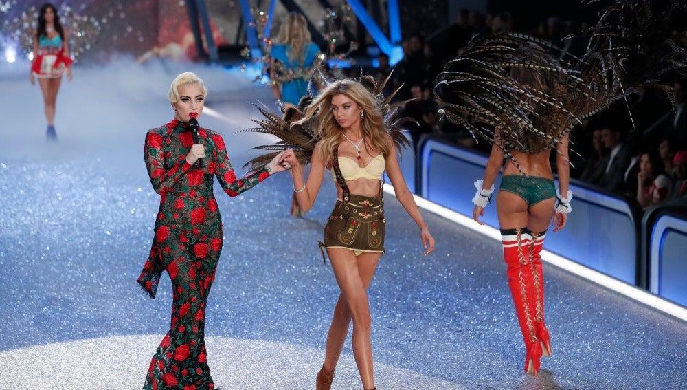 Lady Gaga en el desfile de Victoria's Secret