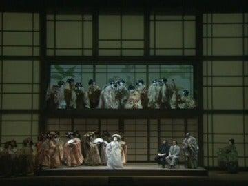 Frame 12.399434 de: Del fracaso al éxito absoluto en 112 años: La Scala de Milán reestrena 'Madama Butterfly' de Puccini en su versión original