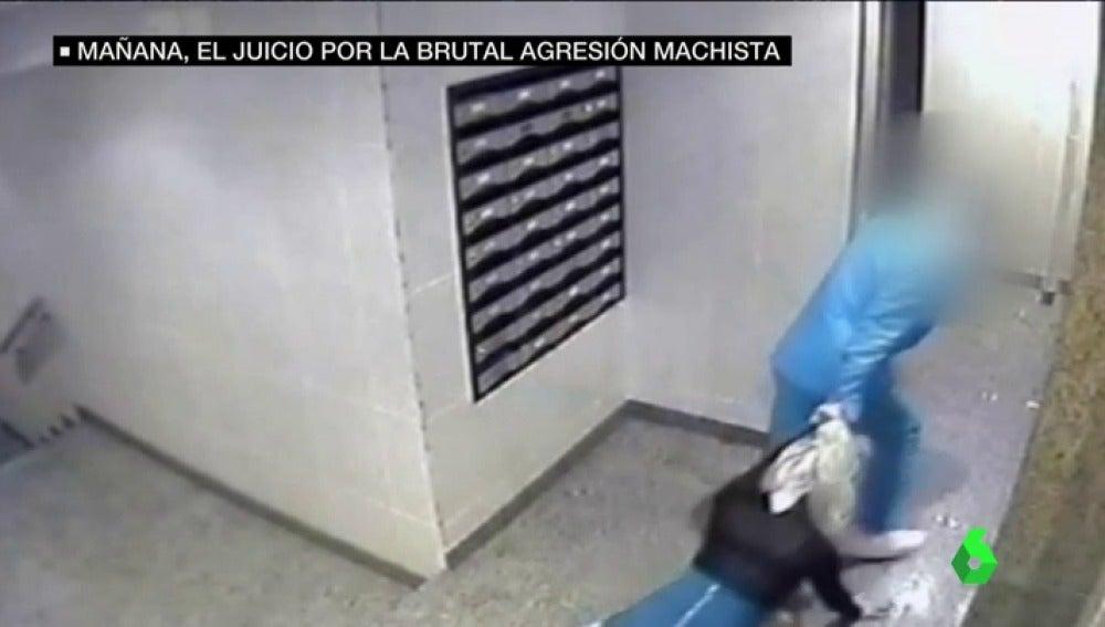 Frame 56.208699 de: Difunden nuevas imágenes sobre la terrible agresión que sufrió una mujer a manos de su pareja en Alicante
