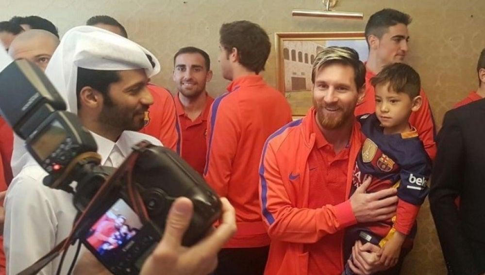 El triste presente del niño afgano famoso por su camiseta de Messi