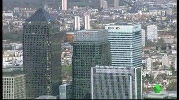 Frame 0.409974 de: Guindos propone bajar el IRPF a ejecutivos extranjeros para atraer a bancos de brexit