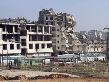 Autobuses antes de las evacuaciones en Alepo