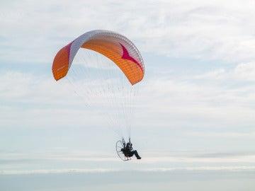 Sacha Dench en pleno vuelo