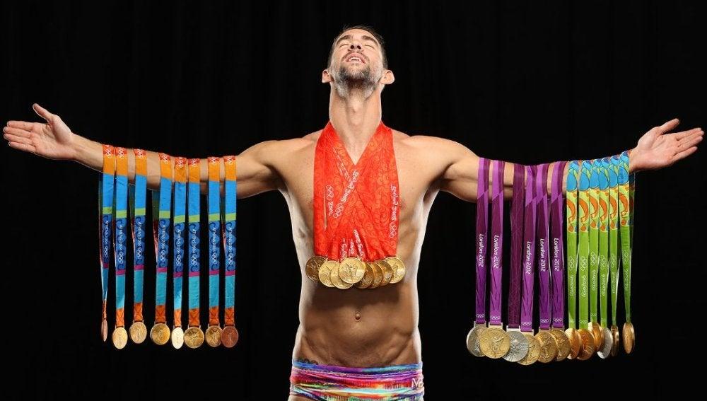 Michael Phelps posa con sus 28 medallas olímpicas