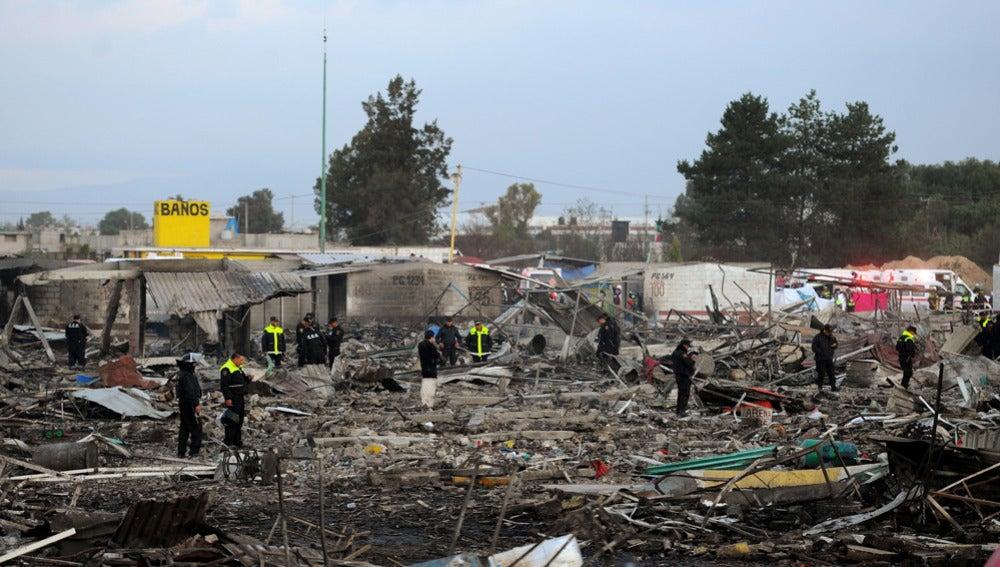 Lugar de la explosión de una fábrica de pirotecnia en México