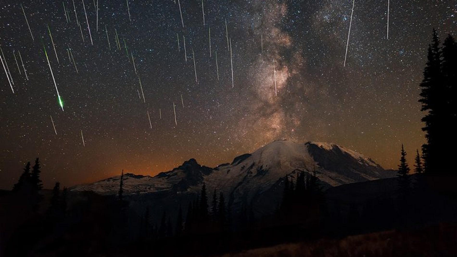 Las Perseidas de Agosto fotografiadas en 2015 en el Parque Nacional del Monte Rainier (Estados Unidos)