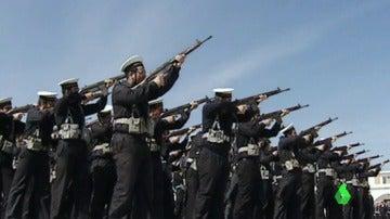 """Frame 14.194593 de: Así se finiquitaron los 200 años de servicio militar obligatorio en España: """"Señoras y señores, se acaba la mili"""""""