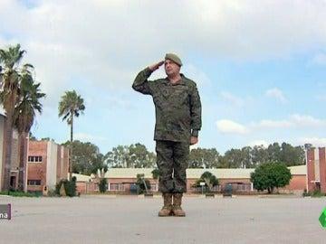 """Frame 103.686794 de: Luis, cabo primero que defiende la mili: """"Adquieren valores como lealtad, amistad, compañerismo, unión y disciplina"""""""
