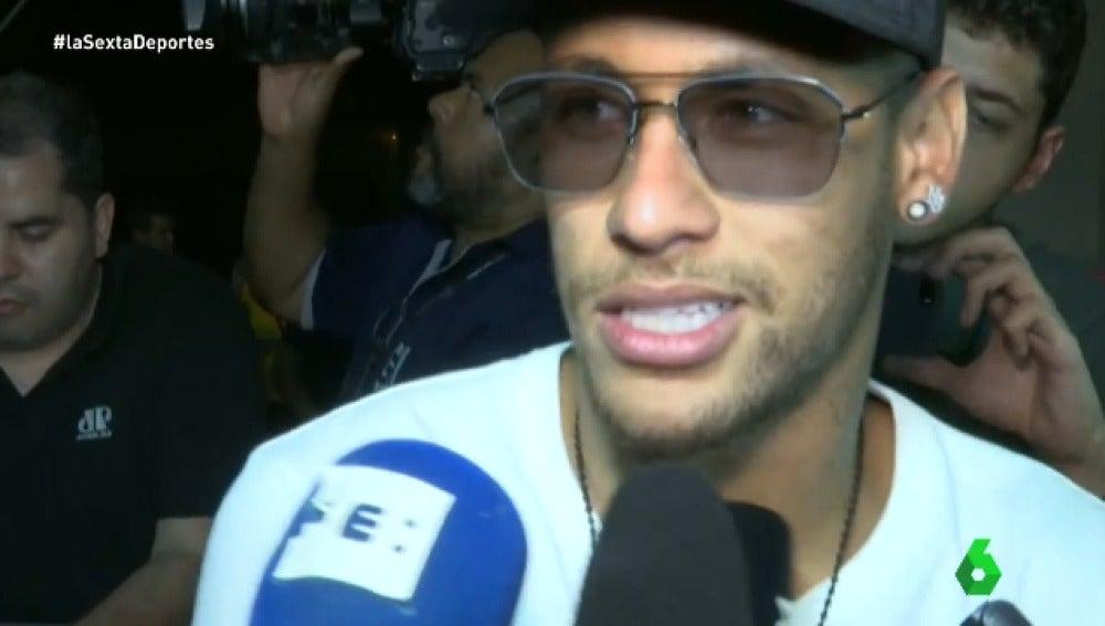 Neymar atiende a los medios de comunicación