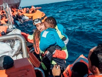 Rescate de un menor migrante en el Mediterráneo (Archivo)