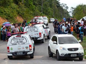 Familiares de presos ante las puertas de una prisión brasileña