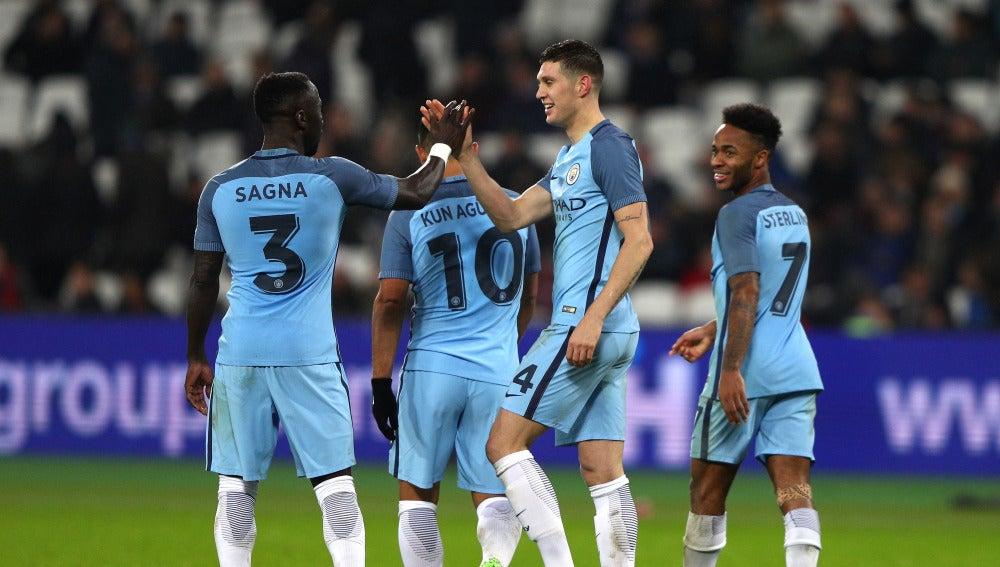 El Manchester City celebrando uno de los goles