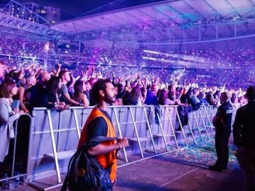 Dave Allegretti en un concierto de Coldplay