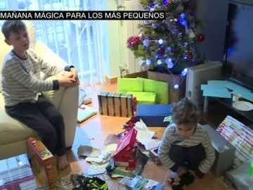 Frame 83.132059 de: Los Reyes Magos logran repartir millones de regalos en casas de todo el país tras una larga noche de trabajo
