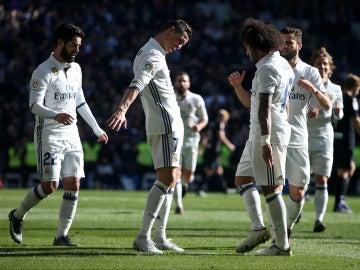 El Real Madrid celebrando uno de los goles frente al Granada