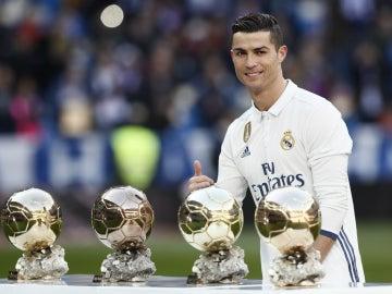 Cristiano, con sus cuatro Balones de Oro
