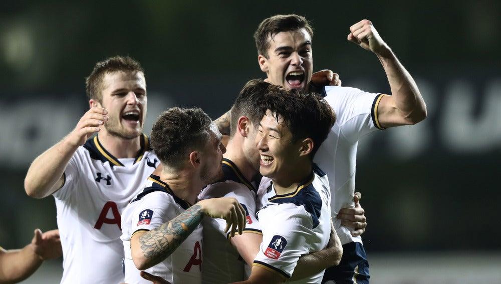 El Tottenham celebrando uno de sus goles