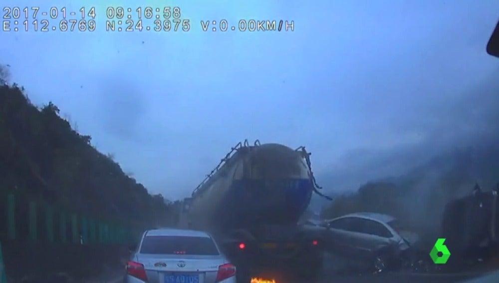 Frame 2.018634 de: accidente china