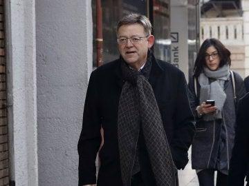 El presidente de la Comunidad Valenciana, Ximo Puig, a su llegada a la sede de la calle Ferraz para aistir a la reunión del Comité Federal del PSOE