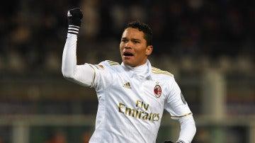 Carlos Bacca celebrando su gol