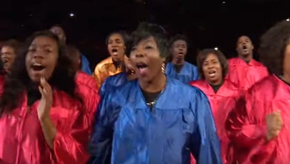 Un coro gospel, en la cancha de los Atlanta Hawks
