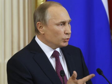Putin hablando ante los medios