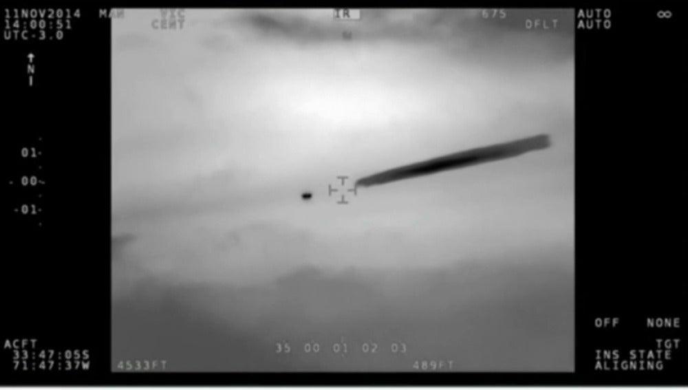 Frame 34.166645 de: El Gobierno de Chile confirma y publica las imágenes militares de un OVNI avistado en 2014
