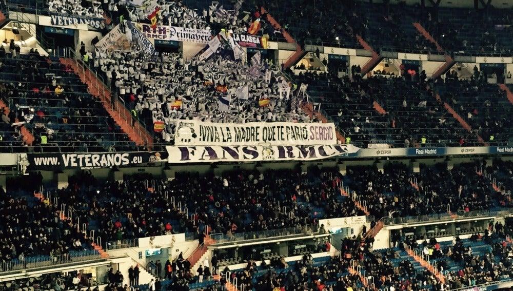 La afición del Real Madrid apoya a Sergio Ramos
