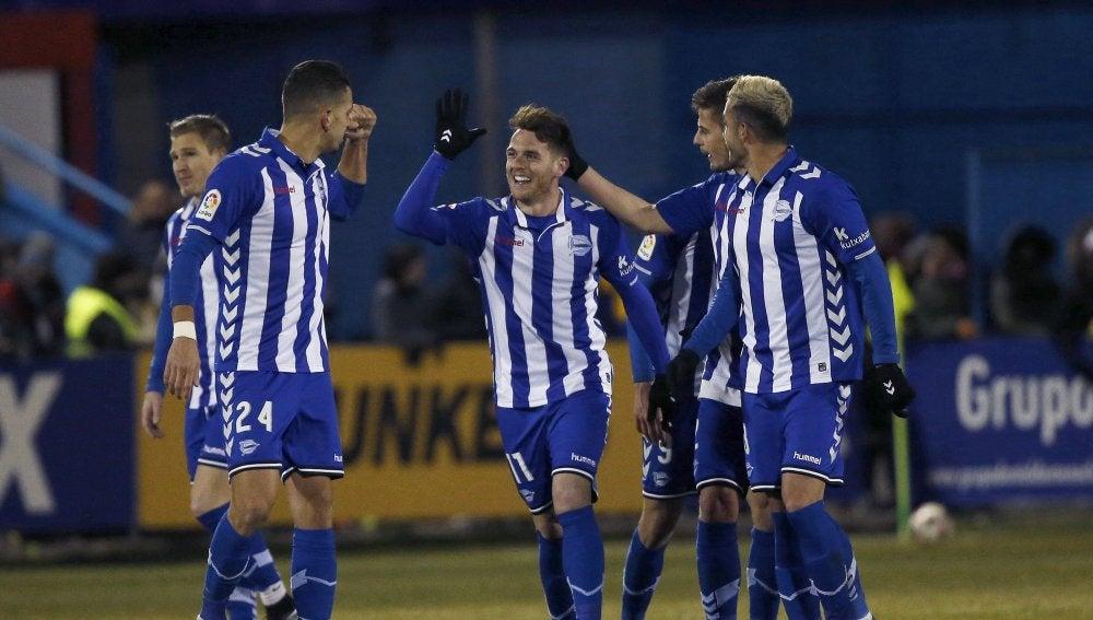 Ibai Gómez celebra un gol con el Alavés