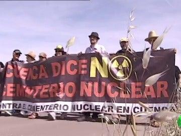 Frame 0.495302 de: El Supremo dictamina que el cementerio nuclear en Villar de Cañas es más importante que la zona de protección de aves