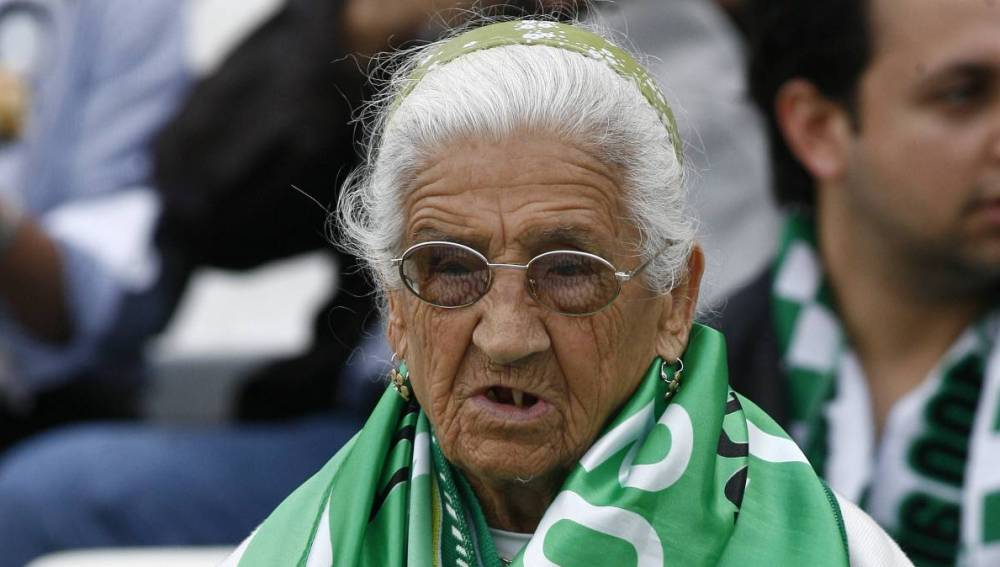 La 'Abuela del Betis'