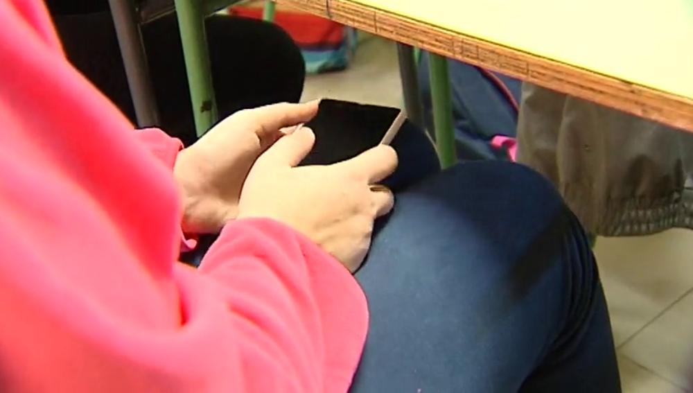 Frame 24.737141 de: ¿Se debe utilizar el móvil como una herramienta más para impartir clase?