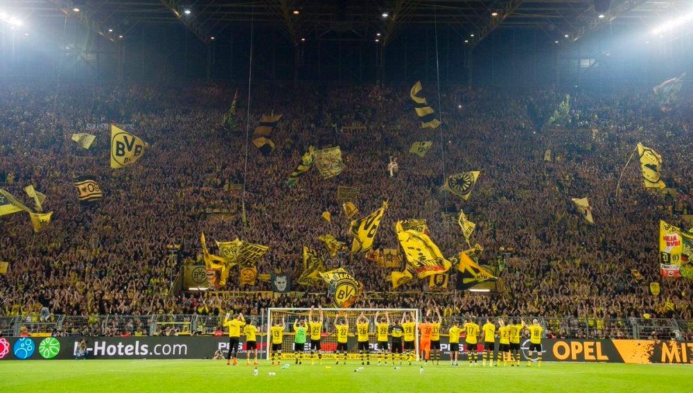 El 'muro amarillo' del Borussia Dortmund