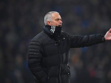 Mourinho durante el partido contra el Hull City