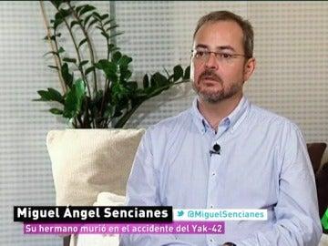"""Frame 122.32107 de: Miguel Sencianes, familiar de una víctima del Yak-42: """"Encontraron hasta tres piernas dentro del mismo ataúd"""""""