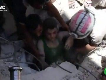 """Frame 25.661252 de: Los cascos blancos hablan de su labor en la interminable guerra de Siria: """"No tengas miedo al sonido de las balas, la que te va a matar no la vas a oír"""""""