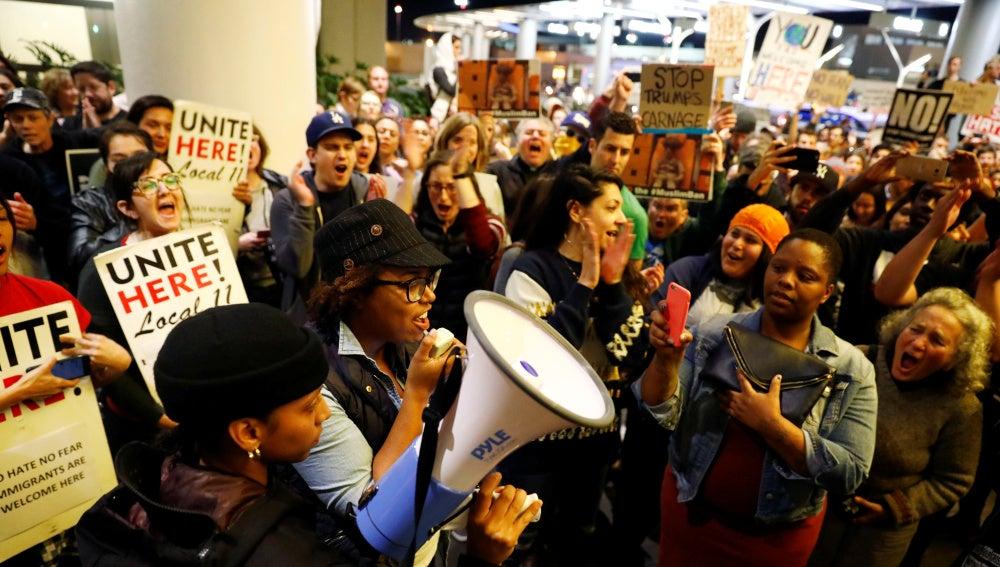 Protestas en el aeropuerto por la medida de Donald Trump