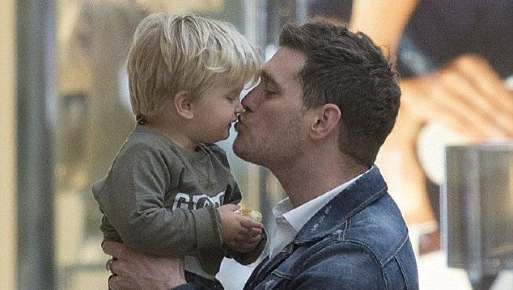 El hijo de Michael Bublé continúa su tratamiento