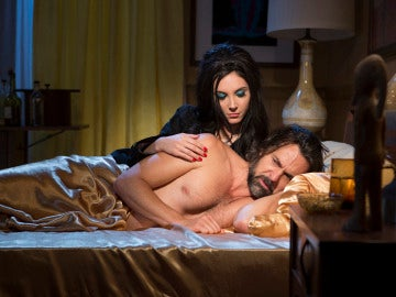The love witch, protagonizada por Samantha Robinson