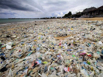 Montañas de plástico