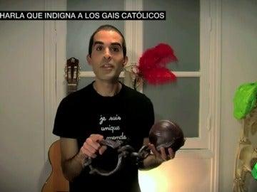 Frame 28.591146 de: gay catolico