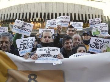 Personas con discapacidad intelectual se manifiestan en Madrid