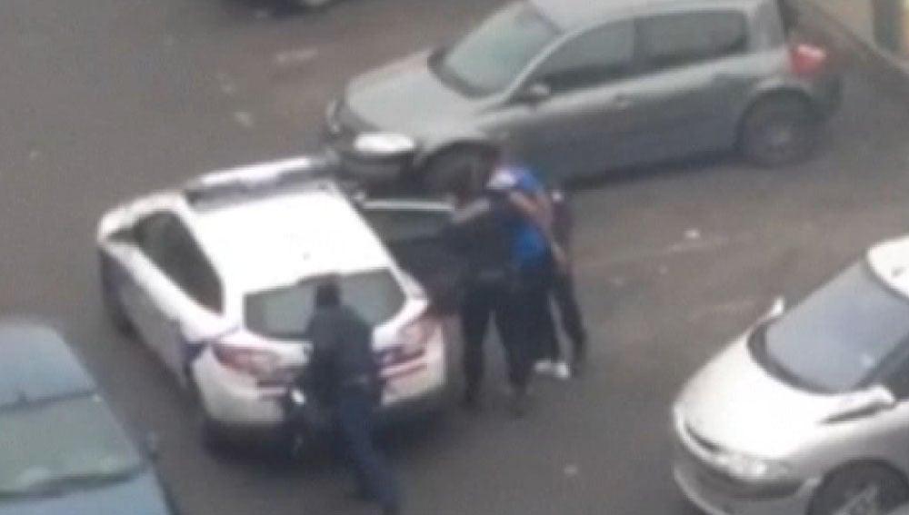 Momento de la detención del joven violado con una porra en Francia