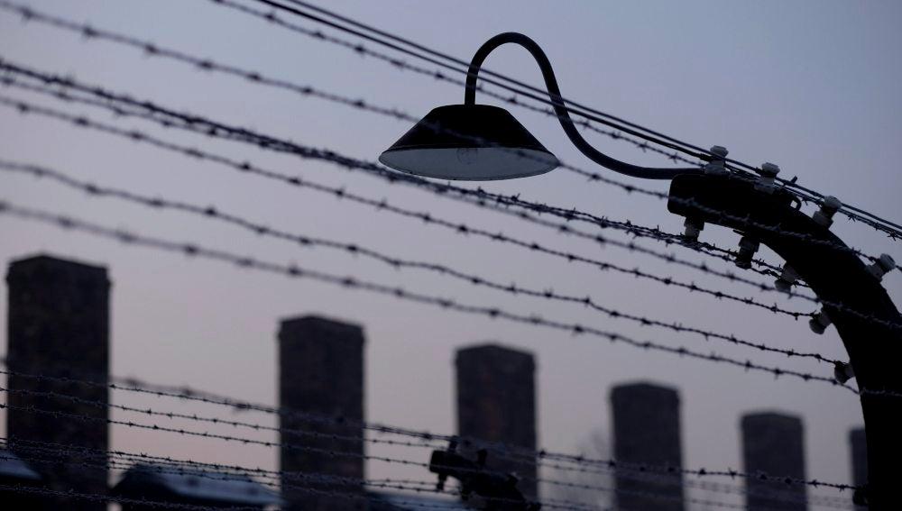 Alambrada de espino en el campo de concentración de Auschwitz